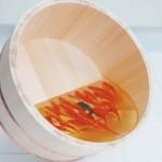 金魚アートで深堀さんが使っているアクリル樹脂ってなに?販売サイトはあるの?